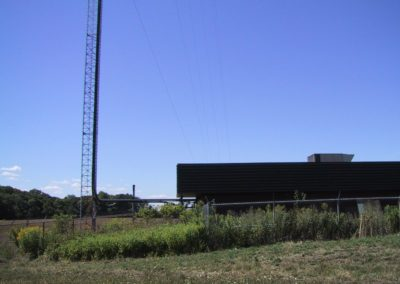 01. VE3RAF Rptr site - Exterior incl base of tower, by Peter VA3PKV ve3raf_site_01